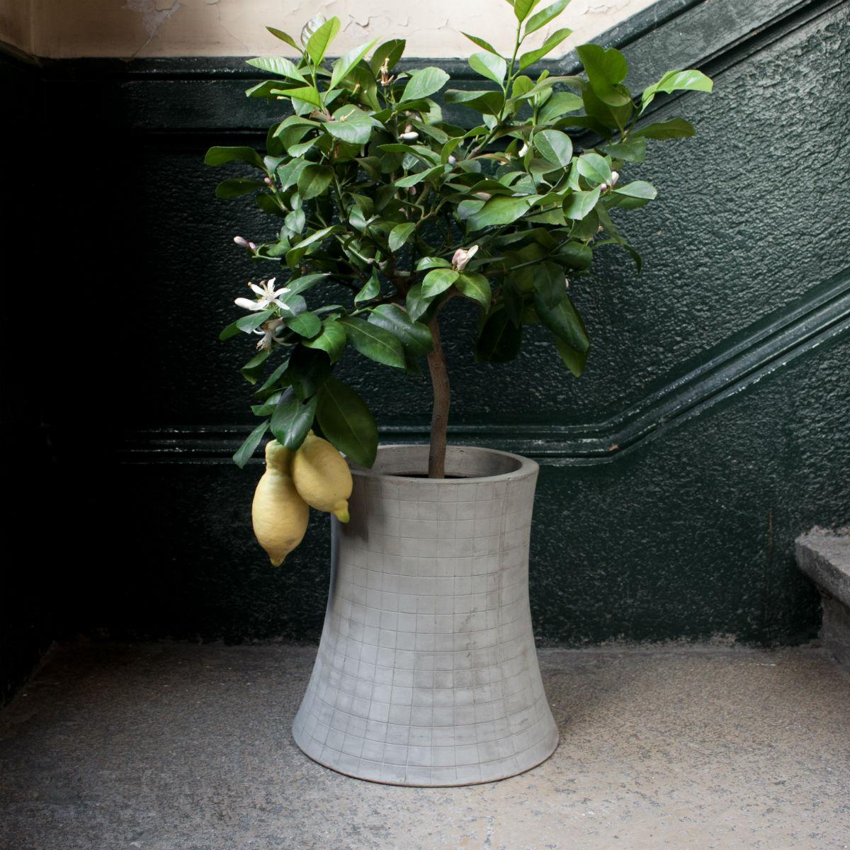 nuclear-plant-objet-design-beton-cache-pot-fleurs-02