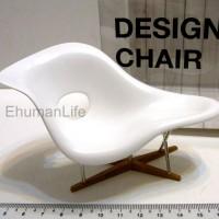 Miniature-La-Chaise-Eames-01
