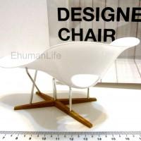 Miniature-La-Chaise-Eames-02