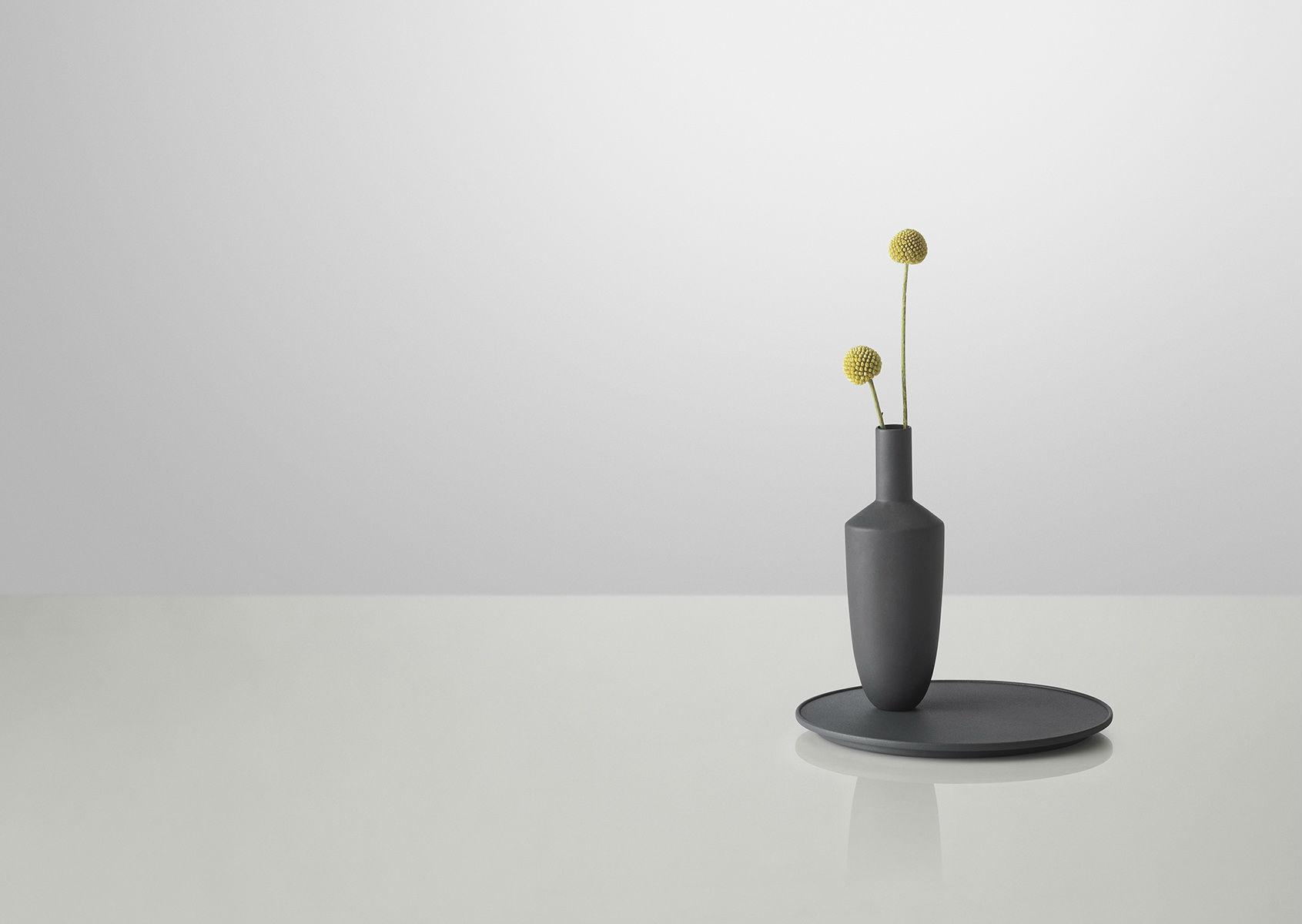 Vase-aimanté-Balance-Muuto-01