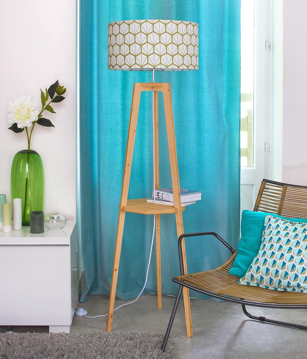 lampadaire-design-fragments-vert-trepied-bois