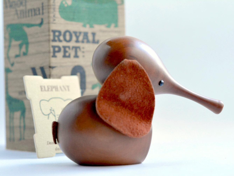 Vintage-Royal-Pet-elephant-02